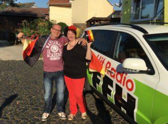 Gewonnen: Michaela Trömner (40) aus Wabern hat um 7.09 Uhr bei HIT RADIO FFH zwei Eintrittskarten für das EM-Spiel Deutschland gegen Slowakei gewonnen. Mit Ehemann Martin (46) ging's Freitag nach Frankreich. Foto: FFH