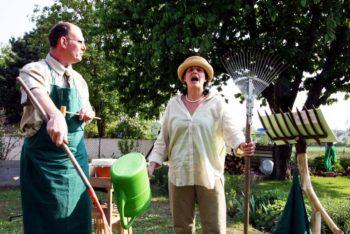 In Beeten und Bäumen, eine Gartenlesung mit Musik. Foto: Walter Menzlaw