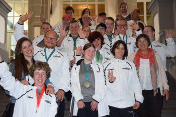 Das Team der Hephata Diakonie vor dem Bürgersaal im Kasseler Rathaus. Foto: nh