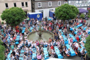 Das Treeser Johannisfest rund um den Johannisbrunnen. Foto: nh