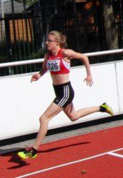 Mit langen Schritten lief sich die 15-jährige Lynn Olson in die HLV-Bestenliste. Foto: nh