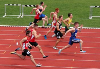 Dennis Horn mit einer tollen Aufholjag im 100-Meter-Zwischenlauf. Foto: nh