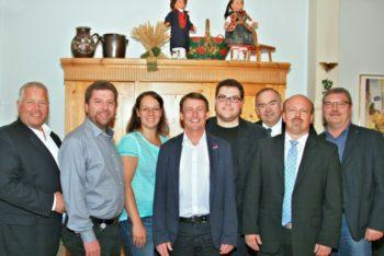 Karsten Schenk, Andreas Göbel, Karina Moritz, Frank Pfau, Christian Brück, MdB Bernd Siebert, Armin Happel und Reinhard Otto (v.l.). Foto: nh
