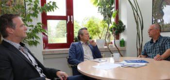 Die drei Chefärzte der Hephata-Klinik: Dr. Achim Bäcker, Prof. Dr. Geert Mayer und Dr. Bernd Schade (von links). Foto: nh