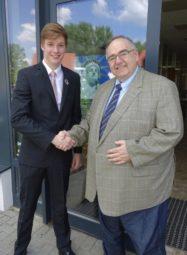 Der 22-jährige Johannes Stahl zusammen mit MdB Bernd Siebert. Foto: nh