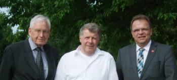 Ehrenvorsitzender Jürgen Hasheider, Dr. Klaus Lambrecht und Landrat Winfried Becker (v.l.). Foto: nh