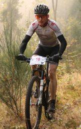 Thorsten Damm (Scott/ Fahrradladen Gudensberg) wurde über die halbe Distanz (43 km) in der Mastersklasse Hessenmeister. Foto: nh