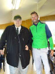 Bundestagsabgeordneter Bernd Siebert mit dem Geschäftsführer des GolfParksGudensberg Dennis Hilgenberg (v.l.). Foto: nh
