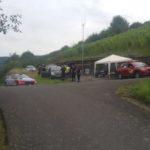 Posten 48 mit Rallyefunk, WP-Funk, MIC-Fahrzeug und ASC-Streckensicherungspersonal mit Vorausfahrzeug der Rallyeleitung. Foto: nh