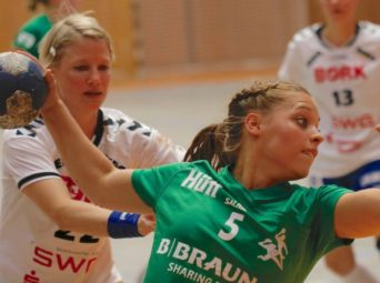 Kirchhofs Nachwuchsspielerin Hannah Grothnes durfte im Konzert der vier Erstligisten und drei Zweitligisten mitmischen. Foto: SG 09 Kirchhof
