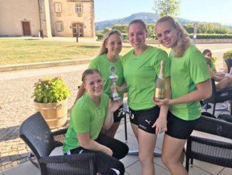 Ein starkes Team: Frederikke Siggaard, Lisa-Marie Berz, Rica Wäscher und Danique Boonkamp überzeugten beim Teambuilding. Foto: SG 09 Kirchhof