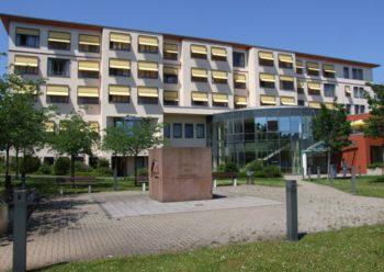 Ein hochmodern eingerichtetes und ausgestattetes Akutkrankenhaus: Die Asklepios Stadtklinik an der Brunnenallee. Foto: Klein