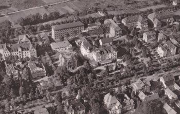 Unter städtischer Regie: Diese Luftaufnahme aus dem Jahr 1960 zeigt in der Bildmitte den Kaiserhof und darüber das Stadtkrankenhaus. Reprofoto: Göhle