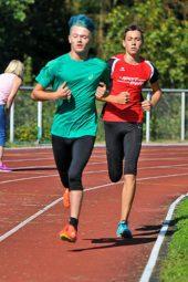 Im 800m-Lauf der U16 spielten die Melsunger ihre Stärken aus und überzeugten mit einem Doppelsieg durch Yannick Schleider (an 2. Stelle) und Stojan Nikolic. Foto: nh