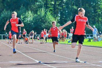 Niklas Dittmar setzte sich mit neuer Bestzeit im 50m-Sprint der M11 vor David Kildau (Remsfeld) mit 7,96 Sekunden durch. Foto: nh