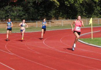Mit großem Vorsprung aus der Kurve: Katharina Wagner bei ihrem Rekordlauf. Foto: nh