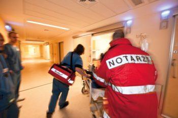 Bei medizinischen Notfällen kommt es auf schnelle Hilfe an: Experten geben beim Symposium für Ärzte und Rettungspersonal nützliche Tipps. Komplettiert wird das kostenlose Angebot von Workshops mit unterschiedlichen Themeninhalten. Foto: Asklepios