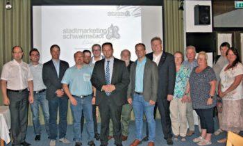 Der neue Vorstand setzt sich aus Engin Eroglu (Vorsitzender), dem künftigen Bürgermeister der Stadt Schwalmstadt und Markus Knoch (stellvertretende Vorsitzende) und Thomas Kölle (Kassierer) sowie Armin Happel (Schriftführer) zusammen. Die Beisitzer werden in der nächsten Vorstandssitzung im Oktober vom neuen G.u.T.-Vorstand berufen. Foto: nh