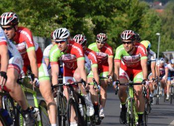 Rot-weiß-grüne Dominanz der MT Melsungen beim Rennen In Hannover Döhren. (v.l.) Axel Hauschke, Roman Kuntschik, Aadyl Khatib und der spätere Sieger Sohn auf der Strecke. Foto: nh