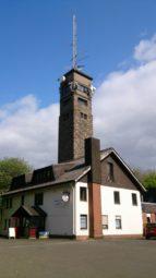 Berggasthof Eisenberg mit Heußnerturm. Foto: Bärbel Hiltrop