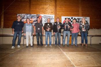 Siegerehrung: Rallyeleiter Helmut Eberhardt, MSC-Vorsitzende Jutta Lämmert-Edenhofner, J. Freund (Rallyeleitung) und die Sieger der Rallye. Foto: Alexander Boppert