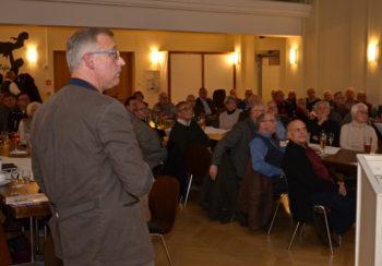 Referent Oberst i.G. Dr. Michael A. Tegtmeier vor seine Zuhörern. Foto: nh
