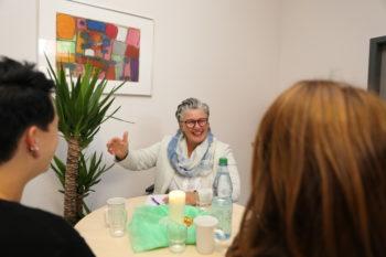 Gudrun Sommer-Werner im Gespräch. Foto: nh