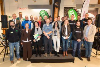 Die Gewinner der Bike Challenge Nordhessen in der Einzel- und der Unternehmenswertung wurden von Holger Schach, Dr. Astrid Szogs und Markus Oeste (alle Regionalmanagement Nordhessen GmbH) ausgezeichnet. Foto: Heiko Meyer