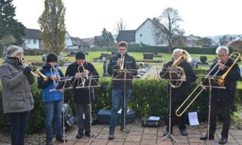 Posaunenchor Kirchengemeinde Sipperhausen. Kleiner Chor unter Leitung von Isolde Ludwig (links). Foto: Reinhold Hocke