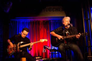 Klaus und Paul Adamaschek live im Theaterstübchen in Kassel. Foto: nh