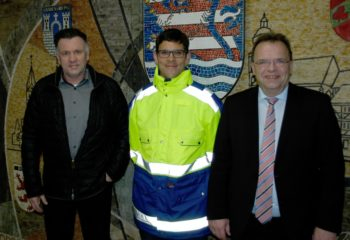 Dr. Hartmut Lotz (Ärztlicher Leiter Rettungsdienst), Dr. Philipp Klapsing und Landrat Winfried Becker (v.l.). Foto: nh
