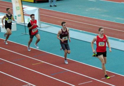 Christian Schulz nach der ersten Runde auf Rang drei beim 800m-Lauf der Männer. Foto: nh