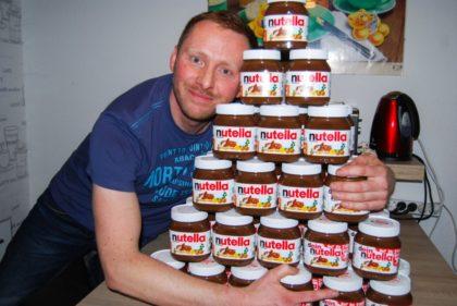 """Schoko-Glück! Manuel Mirus (34) aus Borken hat bei der FFH-Aktion """"Wünsch Dir was, dann kriegste das"""" eine Jahres-Ration """"Nutella"""" (52 Gläser) gewonnen. Foto: FFH"""