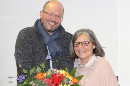 Schulleiter Rolf Muster wünschte Lucie Hoos alles Gute. Foto: nh