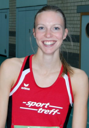 Katharina Wagner hatte gut lachen: Die 22-Jährige kam bei den deutschen Hochschul-Hallenmeisterschaften unverhofft in das 60m-B-Finale und legte auch als Startläuferin den Grundstein für die Bronzemedaille der Uni Marburg in der Staffel. Foto: nh
