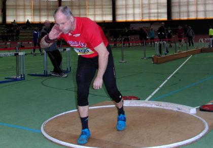 Uwe Krah sicherte sich im Kugelstoßen in der M50 den Titel mit 13,70 Metern. Foto: nh