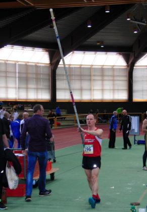 Bernd Gabel übersprang im Stabhoch 2,60 Meter und sorgte damit für einen weiteren Sieg für die MT Melsungen. Foto: nh