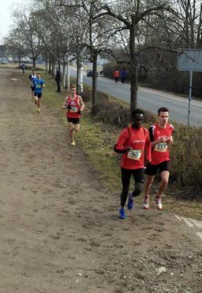 Christian Schulz setzte 200 Meter vor dem Ziel zu einem eindrucksvollen Endspurt an und nahm Challa Awel noch vier Sekunden ab. Foto: nh