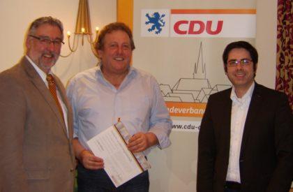 Vorsitzender Dieter Groß, Jubilär Lothar Maurer, Kreisgeschäftsführer Michael Schär (v.l.). Foto: nh