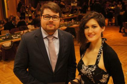 Führten bei der Bachelorfeier durch das Programm: Nils Adamsky (links) und Ela Bechtel. Foto: nh