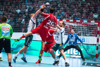 Michael Müller auf dem Weg zu einem seiner drei Treffer im Hessenderby-Hinspiel. Gereicht hat es damals in Kassel nicht, die MT hatte mit 25:28 das Nachsehen. Foto: Alibek Käsler