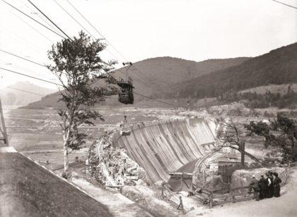 Eine Aufnahme vom Bau der Talsperre. Foto: Quellenmuseum Bad Wildungen