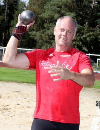 Stößt Uwe Krah die 6kg-Kugel über 14 Meter könnte er in den Kampf um die Bronzemedaille eingreifen. Foto: Lothar Schattner