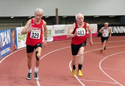 Harry Geier im 200m-Finale der M80, wo er sich vor Kurt Winkelhake souverän durchsetzen konnte und am Ende mit der Bronzemedaille dekoriert wurde. Foto: nh