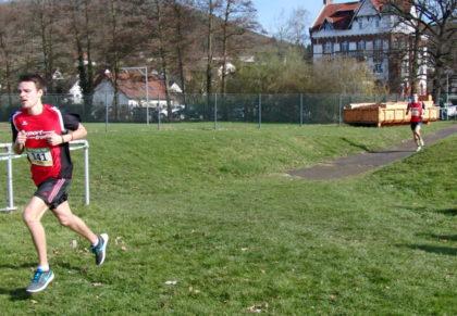Christian Schulz hatte 300 Meter vor dem Ziel nur noch drei Sekunden Vorsprung vor Moritz Knaust. Foto: nh