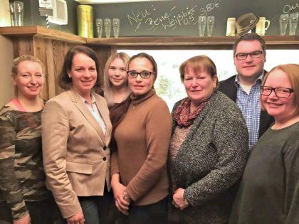 Malwina Schenk, Karina Moritz, Viktoria Wagner, Sigrun Tintera, Sabine Schneider-Wagner, Christian Brück und Sina Vogel (v.l.). Foto: nh