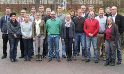 Die Absolventinnen und Absolventen mit Lehrgangsleiterin Renate Bohnert (vorne, rechts). Foto: nh