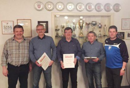 Geehrte für 40- und 50-jährige Mitgliedschaft: H. Treibert, J. Köhler, H. Berger, R. Korbel und M. Schneider (vGeehrte für 40- und 50-jährige Mitgliedschaft: H. Treibert, J. Köhler, H. Berger, R. Korbel und M. Schneider (v.l.). Foto: nh.l.). Foot: nh