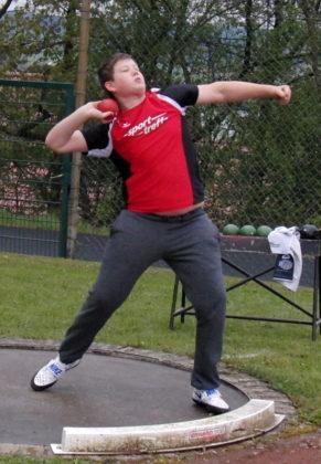 Luis André verbesserte sich bei seinem Sieg im Kugelstoßen auf 10,76 Meter. Foto: nh