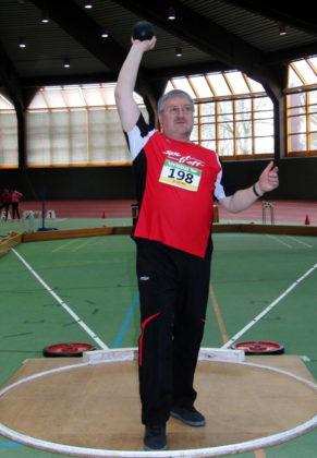 Nur um 30 Zentimeter verfehlte Reiner Hilgenberg im Kugelstoßen der M55 die Norm für die deutschen Seniorenmeisterschaften. Foto: nh